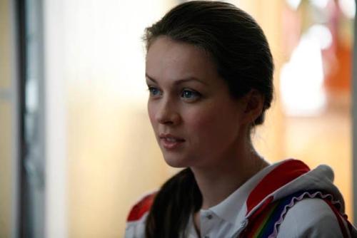 Голая Нюша певица видно её сиськи киску и попку