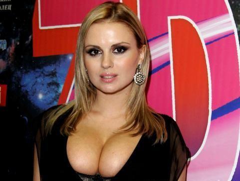 Голая и очень сексапильная Анна Семенович на бесплатных фотках и видео