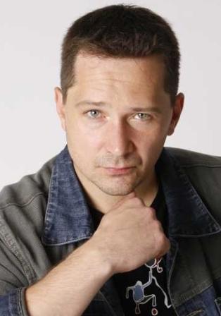Актер Антон Афанасьев фото
