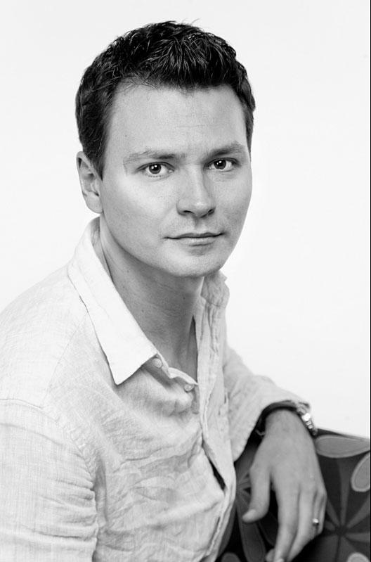 Актер Александр Дзюба фото