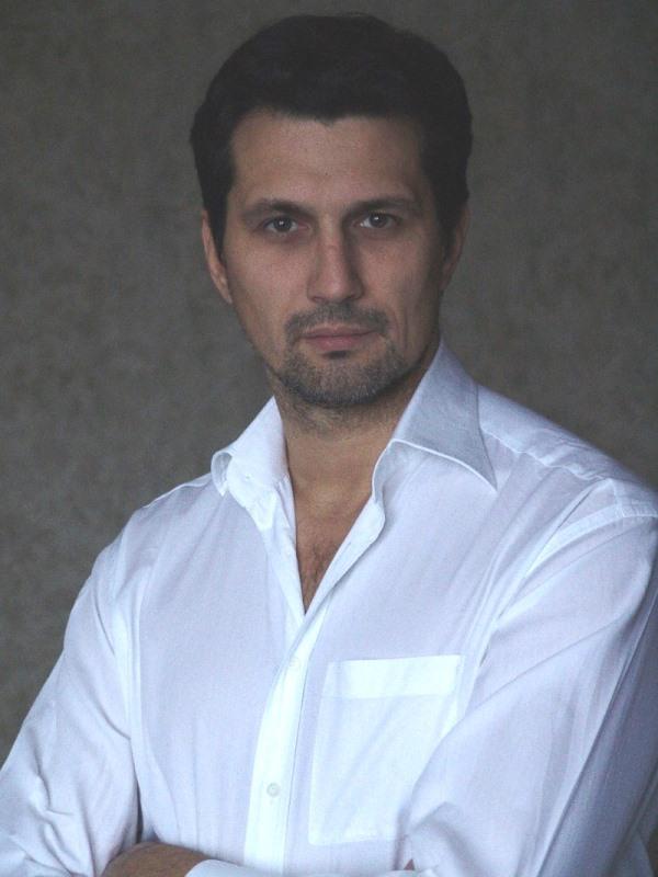 Актер Александр Коржов фото