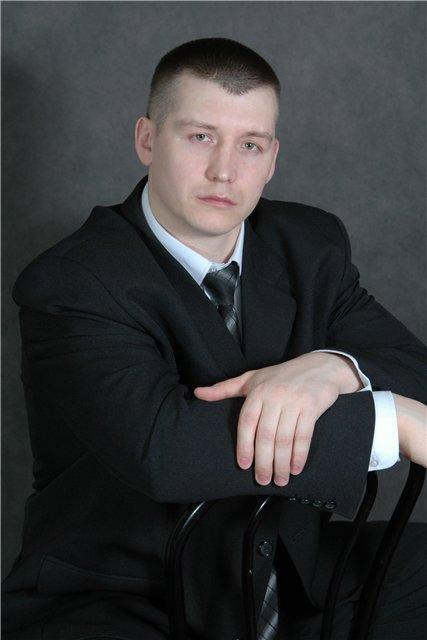 Актер Максим Артамонов фото