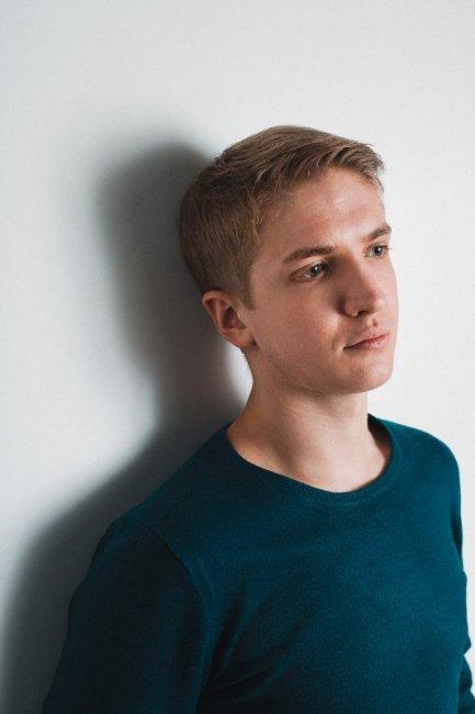 Актер Родион Толоконников фото