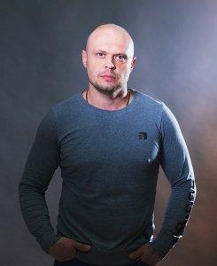 Актер Денис Доронин фото