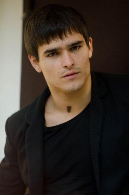 Актер Илья Мирошников фото