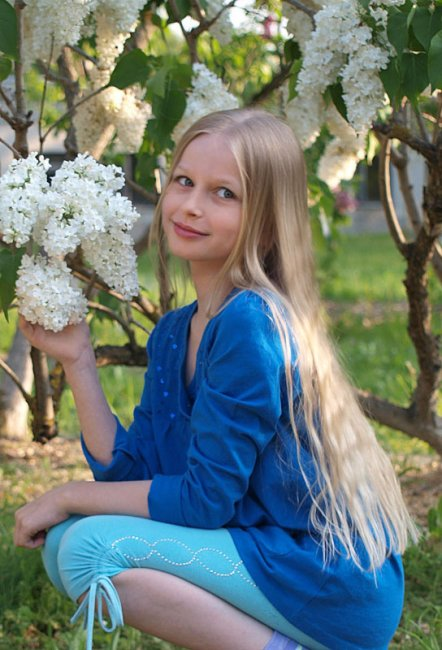 Актер Даша Отрошко фото